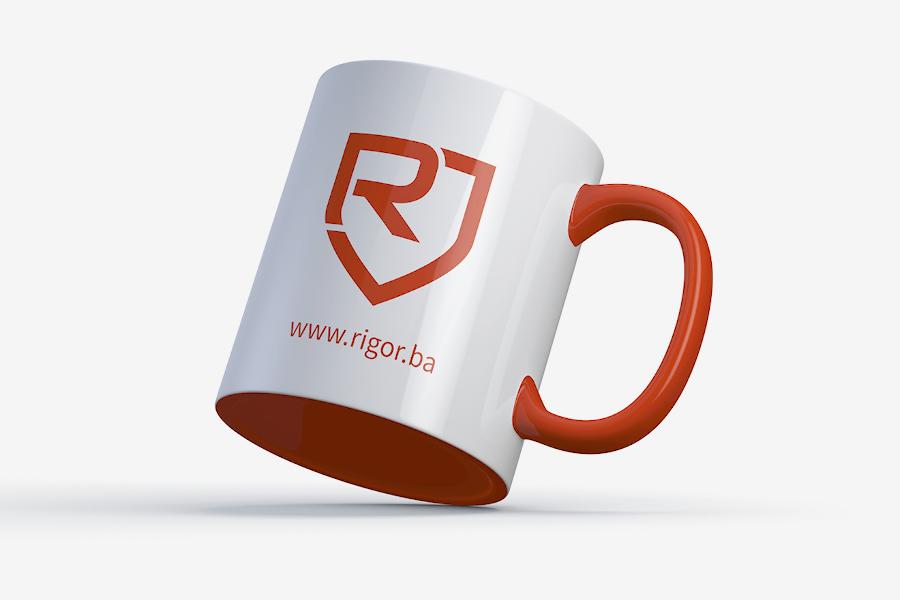 Vizualni identitet tvrtke Rigor adaptacija logotipa na šalicu