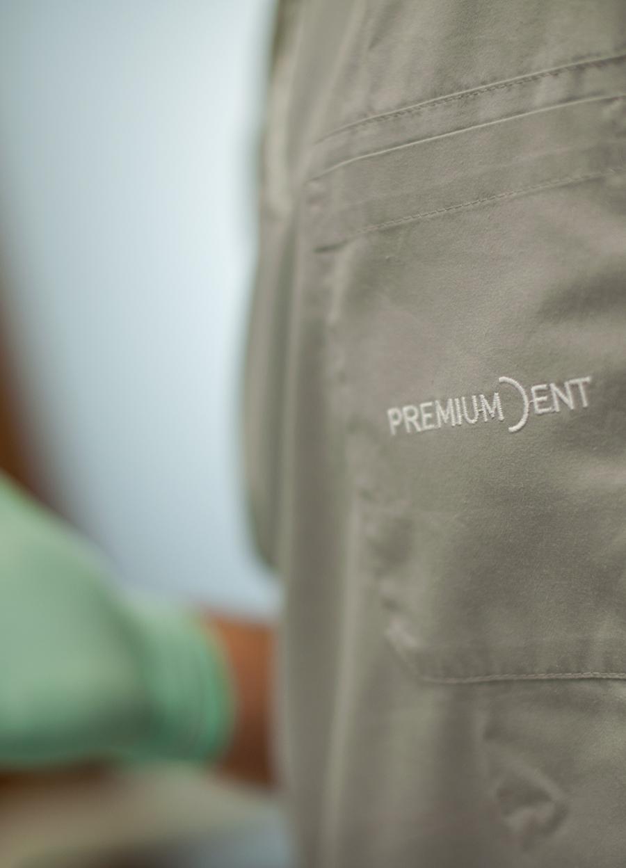 vizualni identitet poliklinike premium dent dizajn logotipa shift agencija mostar