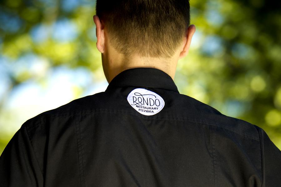 vizualni identitet restorana Rondo, dizajn radnog odijela, aplikacija dizajna